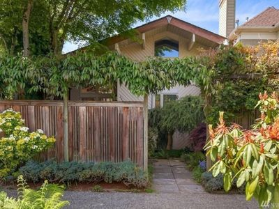 Fantastic House 2 mins walk to Lake Washington and easy access to Downtown !
