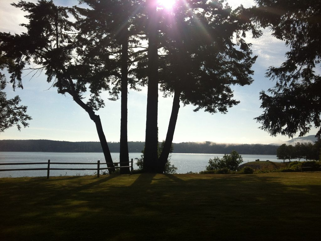 The cedars sequim bay waterfront retreat vrbo for Waterfront retreat
