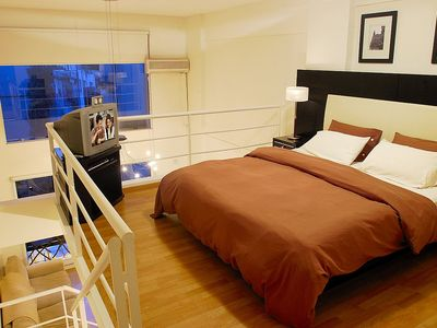 Recoleta apartment rental - King size Four Seasons mattress with 36' TV and DVD Player with Cable.