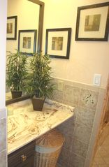 Pompano Beach villa photo - Convenient vanity area in master bath.