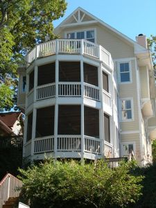 Spacious Screened Decks look out at the lake-small owner apartment on 3rd floor