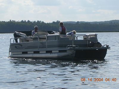Family boating on Blackwater lake