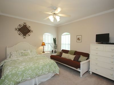 Second queen bedroom, full futon, tv, dvd, large closet, sleeps four guests