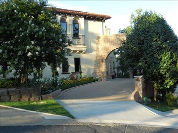 Hot Springs house rental - Entrance to Villa Belvedere.