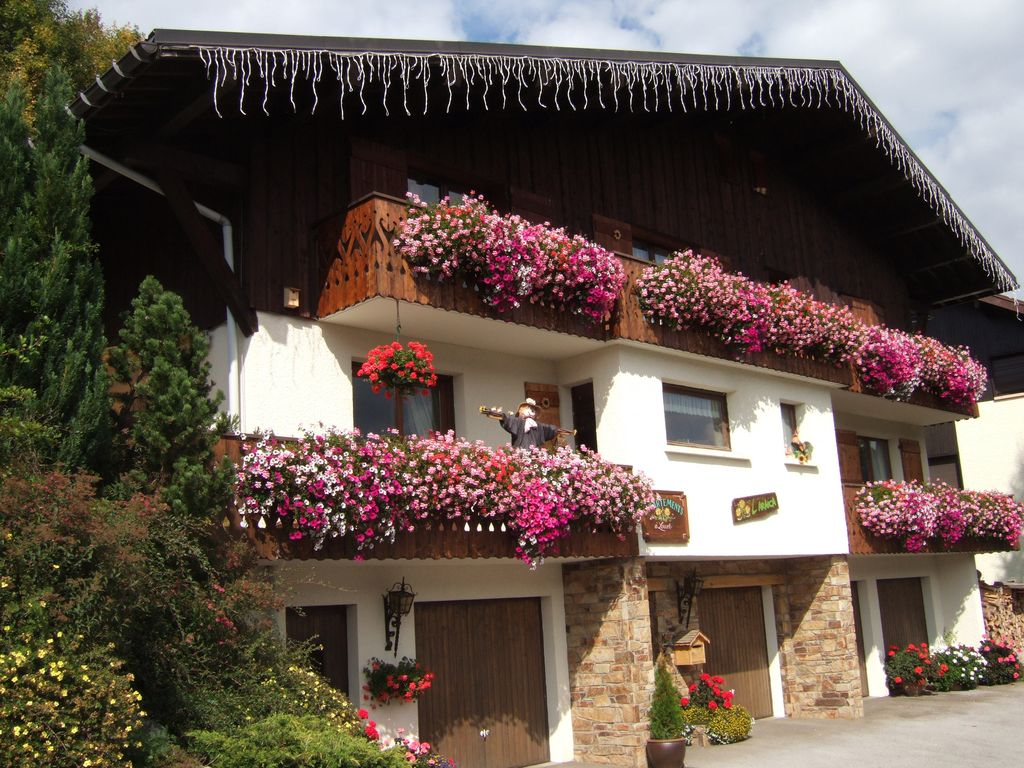 Property Image 1 Very spacious 3 bedroom apartment over looking the ski lifts with hot