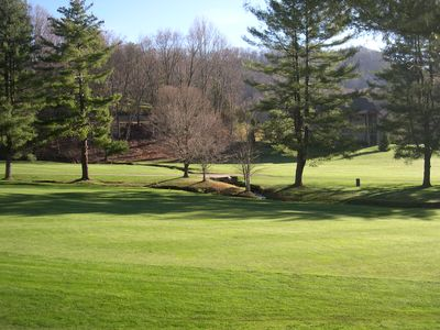 Golf? How is your game? 2/2 cabin/loft/HT sleeps 6. Minutes to Maggie Valley CC