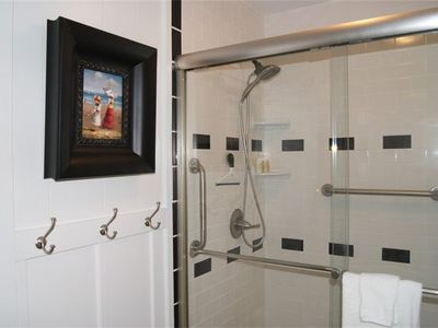 Wrightsville Beach cottage rental - First Floor Bathroom ~ Handicap Friendly.