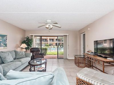 Crisp tile floors accent our sunny, elegant living room - Make yourself comfortable in our bright and roomy living room. Plan an excursion to downtown St. Augustine, or just enjoy a good show on the cable TV.