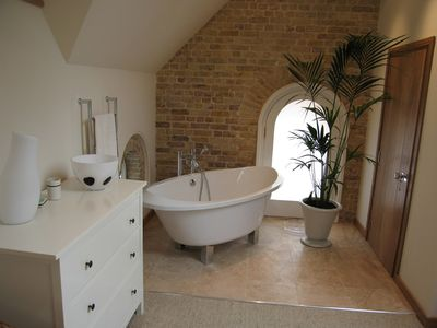 Coach House - bath
