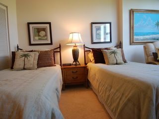 Gulfview Club condo photo - Guest Room, Tropical Style