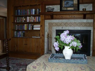 Living room with nice library of reading material.