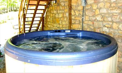 Private Hot Tub for 6 People