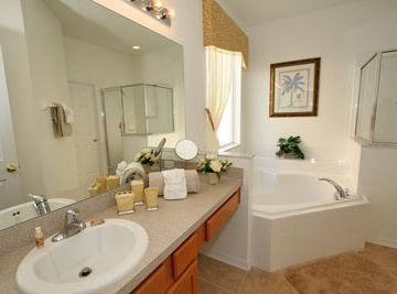En suite master bathrooom