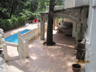 Castelldefels house rental - view of pool area from driveway