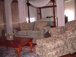 Newport chalet photo - One of the master suites with canopy bed