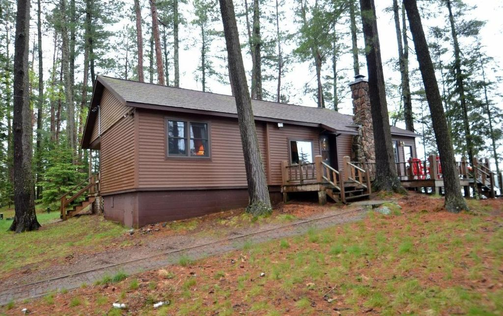 Premier private cabin on beautiful lost lake fish for for Fishing cabin rentals wisconsin