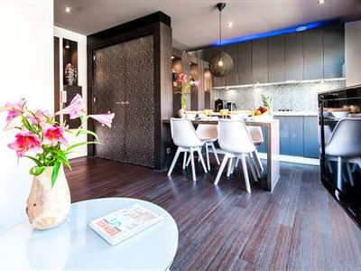 Stylish and contemporary apartment with superb interior finishing, ...