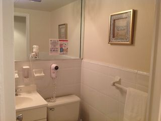 Miami Beach studio photo - Bathroom with Sower and Tub