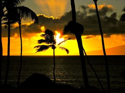 GORGEOUS SUNSETS FROM YOUR PRIVATE LANAI!