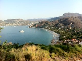 Zihuatanejo condo photo - VIEW OF LA ROPA BEACH FROM CERRO DEL VIGIA. THE CONDO IS IN FRONT OF THE YATCH.