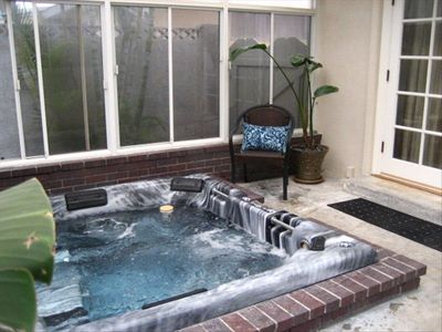 Enclosed hot tub- no need to get cold to get in