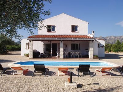 Villa with private swimming pool and garden of olive trees (1,3 ha)