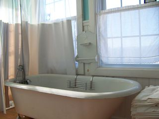 Lost River farmhouse photo - Clawfoot soaking tub with awesome view
