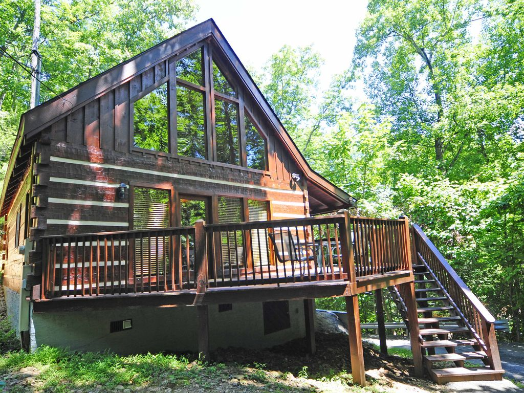 2 Bedroom Log Cabin Wooded Location Vrbo