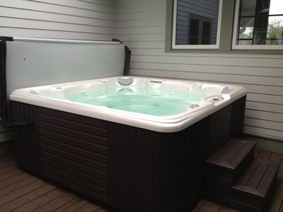 Large new hot tub, perfect relaxation for after a big hike, ski, or bike....
