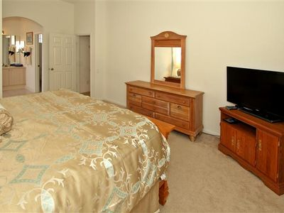 Master Bedroom - Brand New King Size Bed / Big Screen TV