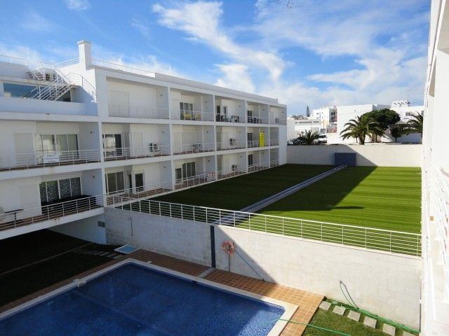 Air-conditioned apartment, with pool, close to the sea