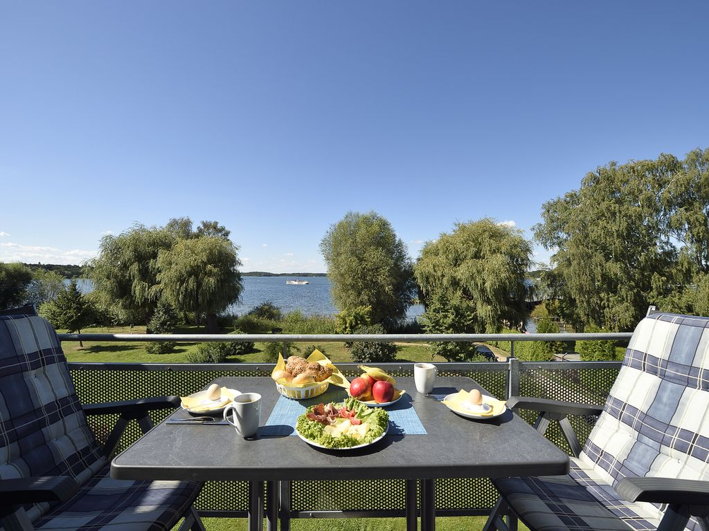 Apartment in prime, quiet 1A-position with a wonderful panoramic view Müritz