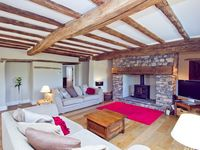 A Large, Beautifully Renovated 18th Century Detached Home, 6 Bedrooms Sleeps 12