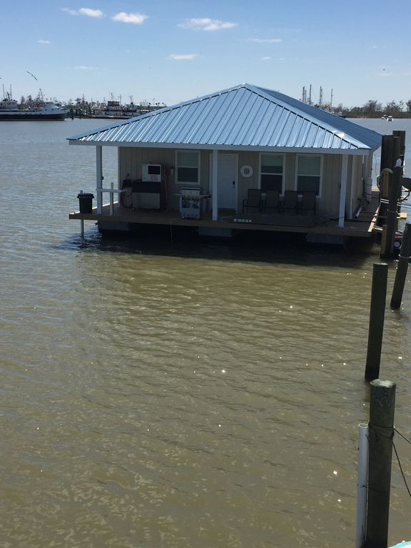 Miss Pelican. A Brand New Fishing Palace. Enough Room To Spread Out And Enjoy.