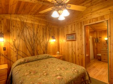 Master suite of 2-bedroom lakefront cottage w/jacuzzi tub and fireplace
