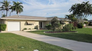 Cape Coral house rental - Front Entrance