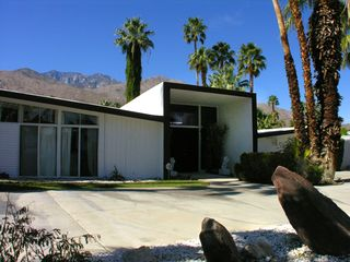 Palm Springs house photo - Butterfly Roof Alexander with main entryway