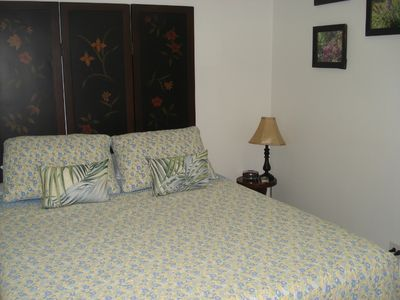 full size temper-pedic bed with beautiful quilt