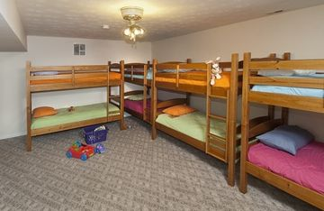 Bunk room, sleeps 8