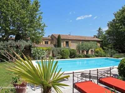 A delight, located within walking distance of Eygalières.