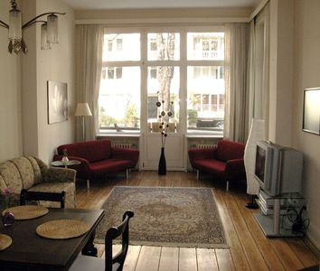 Generous old apartment in the heart of Hamburg, walking distance to the Alster lake and Dammtor Station