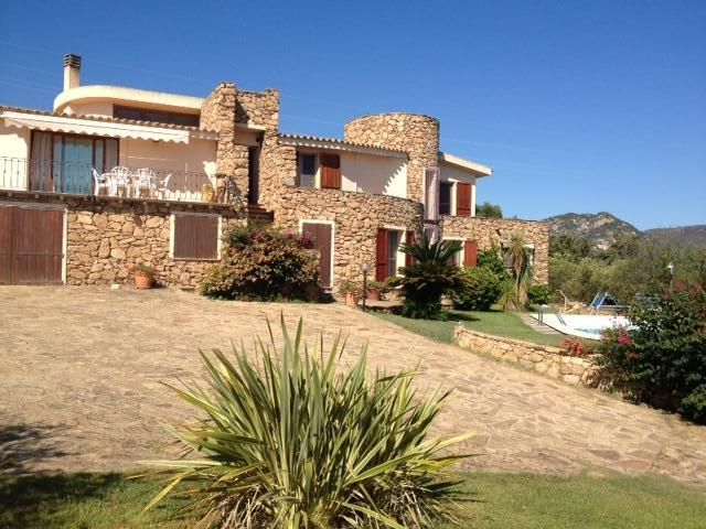 House 180 square meters, close to the sea