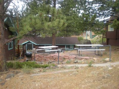 picnic area between Mabel's, The Nutshell and Ada's Cabins
