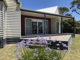 Blue View - Modern, open plan, relax in style - Lake Tyers Beach