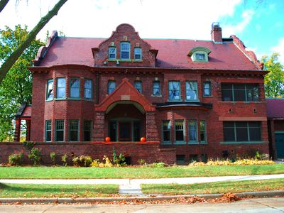 The Historic Newberry House is Milwaukee's urban vacation rental w/ 8 bedrooms