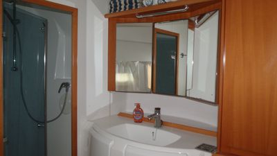 Master Cabin Head (bathroom with shower)