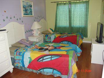 The 3rd bedroom with 2 twin beds