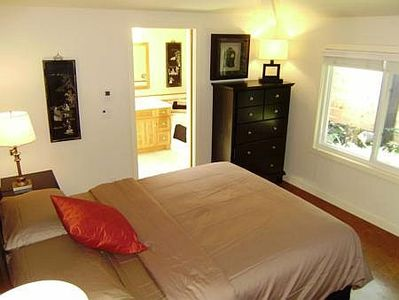 Victoria house rental - Master bedroom features a queen-size bed.