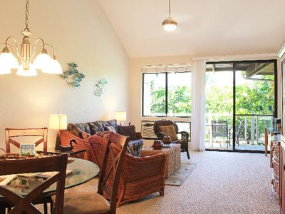 Wailea condo rental - Bright and airy living/dining area