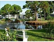 Beautifully decorated condo, pool, 5 min from beaches